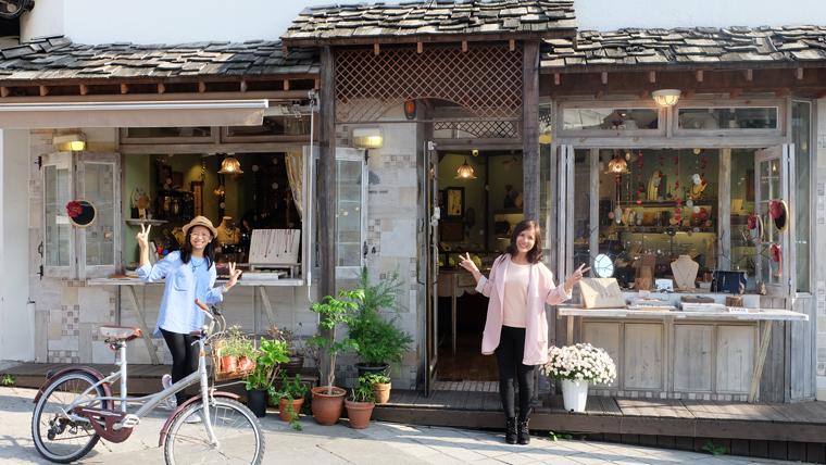 Của hàng trang trí ở Sasamcheongdong-gil