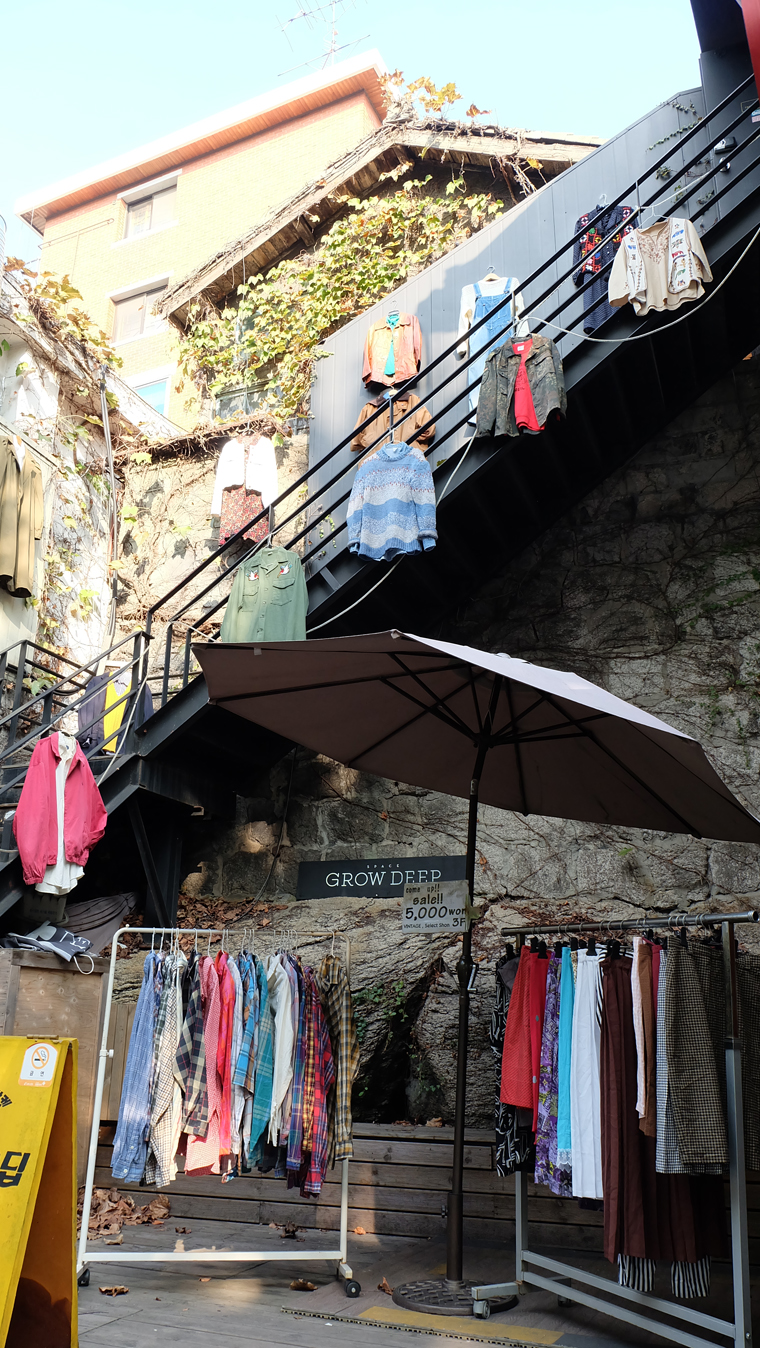 Shop áo quần ở Samcheongdong